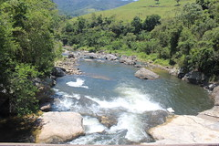 Pé da cachoeira (Esthelary) Tags: water waterfall cachoeira rj