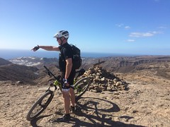 A Mamil is pointing at something I suppose:-) (GeirB,) Tags: mamil outdoor bike sweethelmet spiuk grancanaria freemotion rental mtb cannondale sykling uteliv trening training biketrip sukkertoppen patalavaca legs klikkpedaler landscape sky 399 oakley ears profile ospery south sugarhill
