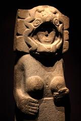 Huastec divinity (Thomas Schirmann) Tags: paris musée museum quaibranly statue mexique mexico huastèque huastec femaledivinity divinitéféminine