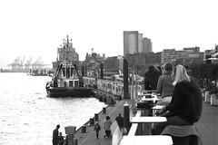 Hamburg – St. Pauli. Landungsbrücken. (fipixx) Tags: alltag gesellschaft lebenswelt menschen leute outdoor everyday leisure humans people urban urbanarte hamburg landungsbrücken