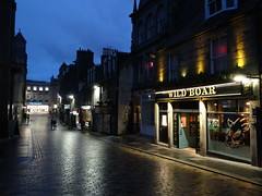 Belmont Street, Aberdeen (Ian Robin Jackson) Tags: night aberdeen scotland pub face street scottish streets belmontstreet sony zeiss dark people lights britishstreets
