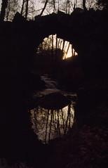 (Xосé Рамóн Реигада) Tags: claroscuro nikon fm agfaphoto ctprecisa vivitar 1935 contraluz ponte sol reflexo