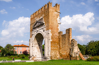 Arco di Augusto (Augustusbogen) 27 v. Chr.