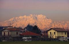 Orizzonte occluso. (stefano.chiarato) Tags: orizzonte montagne mountains case monterosa lombardia piemonte italy neve snow pentaxart pentax pentaxlife pentaxk70