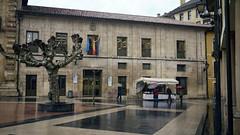 El Fontán (Jusotil_1943) Tags: oviedo edifico building arquitectura flags banderas toldo biblioteca