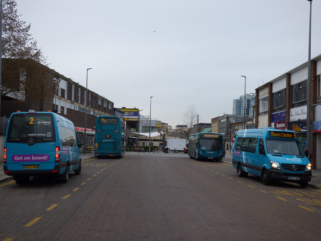 The world 39 s best photos of buses and hemel flickr hive mind for Mercedes benz service hempstead