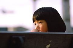 想什麼 (moseskim27) Tags: taiwan zhubei 竹北 kodakgoldiso100 canonef135mmf2l f28 canoneos1000n negatives child toottoot canoneos500n