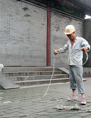 Rope (Frans Persoon) Tags: china summer palace rope man worker construction helmet safety people knot