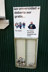 Encuesta (Daquella manera) Tags: chile valpo valparaiso encuesta poll colillas smoking university universidad