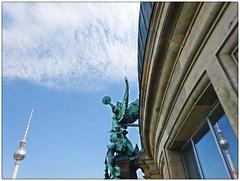 #Engel auf dem #Berliner #Dom #Fernsehturm #Fotografie #Stadtfotografie #Skulpturen #Bauwerke (leutner-jo) Tags: engel auf dem berliner dom fernsehturm fotografie stadtfotografie skulpturen bauwerke