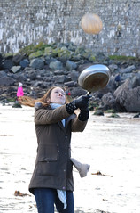 High Toss (Raphooey) Tags: gb uk england south west southwest cornwall lizard peninsula st keverne coverack beach sea seaside seashore shore shoreline sand shrove tuesday pancake day pancakes toss tossing race canon eos 80d high highest winner