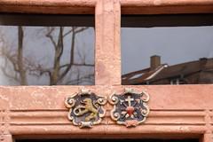 Wappen (MKP-0508) Tags: mainz fotowalk altstadt mainzeraltstadt wappen blasons armoiries emblems spiegelung reflection