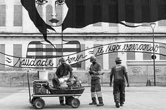 End of service - Rio de Janeiro - Brazil (Luiz Contreira) Tags: riodejaneiro rua street streetphotography streetart blackwhite bw brazil brasil brazilianphotographer grafite people pretoebranco pb pessoas work