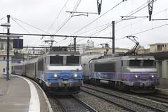 deux trains au départ, Dijon gare (peter.velthoen) Tags: dijonville railroad gare station bahnhof train locomotive dijongare sncf sncf507323 sncf522214