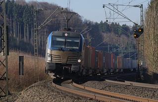 Siemens Vectron mit Güterzug