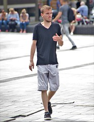 IMG_4009 (Skinny Guy Lover) Tags: outdoor people candid casualclothes guy man male dude walking shorts blackshirt blacktshirt