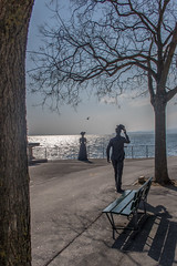 Belle journée! (Lawrencexx79) Tags: statue neuchâtel switzerland tree hello homme man femme woman lac lake chemin banc littoral sculpture art