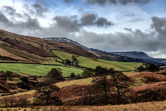 The Beutiful Derbyshire Dales (Aethelweard) Tags: edale england unitedkingdom gb scenery rural landscape beautiful stunning nature hills sky dales trees fields awesome valley clouds undulating house pretty countryside