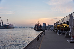 Stille im Hafen (Hans_59) Tags: hamburg hafen harbour harbor port pier landungsbrücken river elbe heaven himmel silence evening