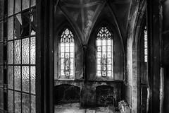 Blick in die alte Kirche ... Kent School V (gabrieleskwar) Tags: schwalmtal kent school nrwgermany mauern kirche schwarzweiss licht schatten marode verlassen verfall hdr absoluteblackandwhite