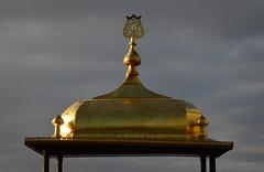Dourado contra céu nublado (CarlaCarminati) Tags: golden goldenroof dourado telhadodourado telhado islam islamismo turquia turkey istanbul istambul topkapipalace topkapi paláciotopkapi