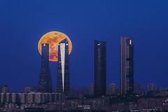 Supermoon 2287 (José Martín-Serrano) Tags: superluna supermoon luna moon 4 4torres 4t madrid skyline sky torrespacio ctba lunallena lunaazul lunadesangre enero18