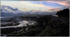 Running along the Coast (Welsh Gold) Tags: 66587 4c48 aberthaw tower colliery coal empties train fontygary coastline tidal lagoons valeofglamorgan southwales