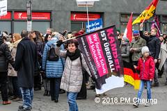 Proteste: Frauenmarsch zum Bundeskanzleramt  | Nicht in unserem Namen – Kein Feminismus ohne Antirassismus! – Berlin – 17.02.2018 - IMG_9498 (PM Cheung) Tags: frauenmarschzumbundeskanzleramt berlin 17022018 antifa blockaden demonstration feminismus polizei demo bundeskanzleramt leylabilge alternativefürdeutschlandafd lutzbachmann identitärebewegungib aufmarsch frauenmarsch marschderfrauen antifaschisten gegendemonstration bündnisgegenrechts unserealternativeheistsolidarität mehringplatz checkpointcharlie b1702 afd neonazis rassismus flüchtlinge protest 2018 rechtegewalt pomengcheung pmcheung toleranz diskriminierung protestveranstaltung hooligans mengcheungpo facebookcompmcheungphotography merkelmussweg rechtsruck rechtspopulismus sexismus kandelistüberall willybrandthaus