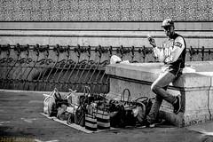Mantero. Valencia, noviembre 2017. (Jazz Sandoval) Tags: 2017 elfumador españa exterior enlacalle expresión expression blancoynegro blanco bn bw boy contraste calle curiosidad curiosity city ciudad digital day dìa fotografíadecalle fotodecalle fotografíacallejera fotosdecalle gente hombre human humanfamily humano white jazzsandoval luz light valencia monocromática monócromo mirada man mantero negro nero uno portrait people personaje quieto retrato robados robado streetphotography streetphoto sombras solo