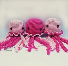 Medusas de ganchillo (Linayum) Tags: medusas medusa ganchillo crochet handmade amigurumi jellyfish pink cute hechoamano katialanas linayum