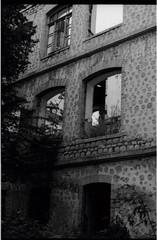 ամառ 2013։ (նորայր չիլինգարեան) Tags: canoscan9000fmarkii kodakcft mamiyaze2 mamiyasekore50mm17 արցախ ժապաւէն լուսանկարներ շէնք շուշի քաղաք