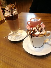 Adoro tomar café por ai ... (Marta Felipe) Tags: cafés cafeteria cremoso chantily creme xicaras