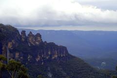 Blue Mtns (4) (LoxPix2) Tags: loxpix mountains 3sisters scenery nsw australia abseil cliff clouds climb climber