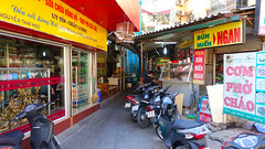 Com Pho Chao (VIETNAM) (ID Hearn Mackinnon) Tags: vietnam vietnamese viet 2016 corner hanoi ha noi north south east asia asian shops selling commercial com pho chao urban city modern contemporary