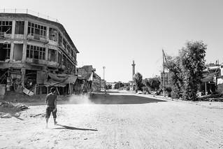 Children in the Mosul's ruins