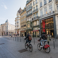 City Bike Lille (2.6 m views ! https://society6.com) Tags: 7février2018 france lille ville architecture clochedorvlille free green hotel photo red street transport vélo windows bike shop explore explored roue ombre omega duo rua rue rouge vert façade toit dôme pavé pavement