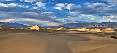 Sunset Panorama - Mesquite Flat Sand Dunes - Death Valley, California (W_von_S) Tags: sunset panorama mesquiteflatsanddunes deathvalley california kalifornien southwest südwesten usa us america amerika unitedstates vereinigtestaaten desert wüste sand landschaft landscape paysage paesaggio natur nature clouds wolken himmel sky white blue weis blau sony sonyilce7rm2 wvons werner autumn herbst 2017 outdoor light licht mountains berge stovepipewells october oktober