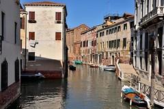 Venezia / Rio de Santa Fosca (Pantchoa) Tags: venise italie vénérie ria santafosca façades architecture eau canal bateaux perspective ville quai pont fondamentadiedo