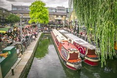 London 2017 (chrischampion2) Tags: london camden camdentown camdenlock canal regentscanal grandunioncanal canalboats boats narrowboats people crowds trees willowtrees