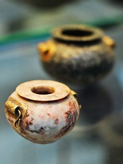 2010-10-14bf Small bowls ([Ananabanana]) Tags: d40 gimp photoscape nikkor nikon50mm118ais nikkor50mm118ais nikkor50mmf18 nikon50mmf18 50mm nikonistas nikonista niftyfifty manualfocus prime primelens uk unitedkingdom london britishmuseum history historic bowl bowls urn urns pottery clay