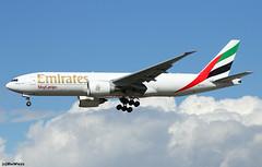 Emirates SkyCargo Boeing 777-F1H A6-EFL / FRA (RuWe71) Tags: emiratesairline emiratesskycargo ekuae emirates unitedarabemirates uae dubai boeing boeing777 boeing777f b777 b777f b777200 b777200f boeing777200 boeing777200f boeing777f1h b772 a6efl cn422301138 frankfurtmain frankfurtammain frankfurtrheinmainairport frankfurtrheinmaininternational frankfurtrheinmain flughafenfrankfurt eddf fra fraport widebody freighter cargo cargoaircraft landing