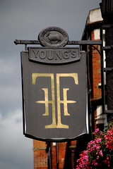 Pub sign for the Thatched House, Hammersmith. (Peter Anthony Gorman) Tags: pubsigns thatchedhouse