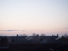 Morning sky (Jeroen Hillenga) Tags: sunrise zonsopkomst ochtend winterochtend schoorstenen daken dakpannen groningen indischebuurt view uitzicht