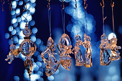Dreamlike II (Elenovela) Tags: bokeh vintageprime christmas weihnachten weihnachtsmarkt christmasmarket trier blau blue gold dof christmaslight weihnachtslicht geschenke gifts christmasdecoration weihnachtsdekoration minoltarokkor85mmf17 olympusem1markii elenovela karstenmüller sundaylights christmasspirit