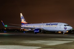 SunExpress Germany D-ASXU HAJ at Night (U. Heinze) Tags: haj hannoverlangenhagenairporthaj aircraft airlines airways eddv flugzeug planespotting plane nikon night