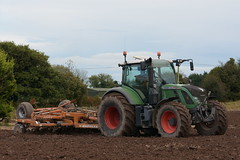 Fendt 720 Vario TMS Tractor with a Simba Horsch 4.6 Unipress Cultivator (Shane Casey CK25) Tags: fendt 720 vario tms tractor simba horsch 46 unipress cultivator agco green sow sowing set setting drill drilling tillage till tilling plant planting crop crops cereal cereals county cork ireland irish farm farmer farming agri agriculture contractor field ground soil dirt earth dust work working horse power horsepower hp pull pulling machine machinery grow growing nikon d7200 ciągnik traktori traktor trekker tracteur trator lisgoold