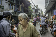 around the market (kuuan) Tags: chợphúnhuận caothắng voigtländerheliarf4515mm manualfocus mf voigtländer15mm aspherical f4515mm superwideheliar sonynex5n apsc hochiminhcity hcmc saigon vietnam street market