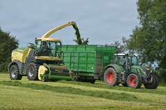 Krone Big X 630 SPFH filling a Broughan Engineering Mega HiSpeed Trailer drawn by a Fendt 716 Vario Tractor (Shane Casey CK25) Tags: krone big x 630 spfh filling broughan engineering mega hispeed trailer drawn fendt 716 vario tractor agco green cappoquinn self propelled forage harvester silage silage17 silage2017 grass grass17 grass2017 winter feed fodder county ireland irish farm farmer farming agri agriculture contractor field ground soil earth cows cattle work working horse power horsepower hp pull pulling cut cutting crop lifting machine machinery nikon d7100 tracteur traktori traktor trekker trator ciągnik