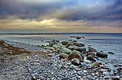 Küstenlandschaft an der Ostsee (garzer06) Tags: ostsee steine deutschland wasser wolken landschaftsfoto küstenlandschaft mecklenburgvorpommern glowe inselrügen landscapephotography vorpommernrügen sand ufer vorpommern insel landschaftsfotografie rügen landscapephoto