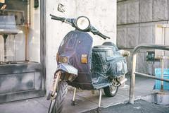 Denim Vespa (カク チエンホン) Tags: sony street voigtlander 40mm bike a7r